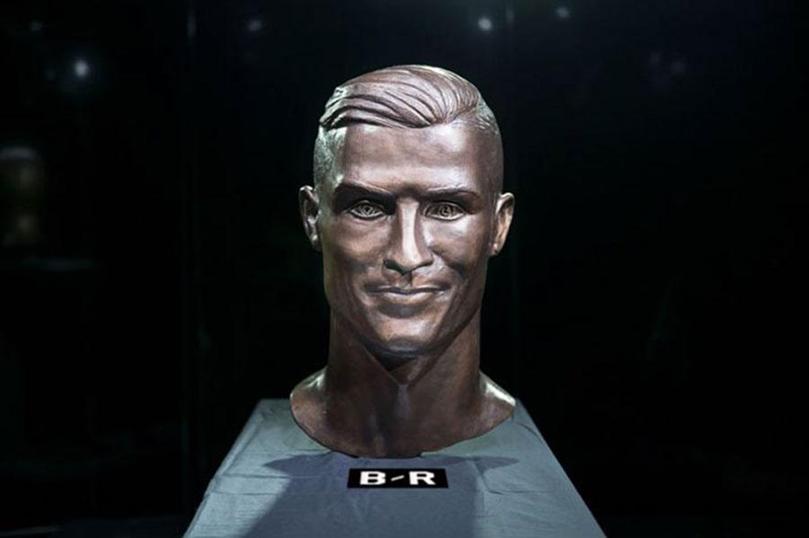 93afb31b9bfaf 10 imagens do novo busto de Cristiano Ronaldo esculpido por Emanuel Santos